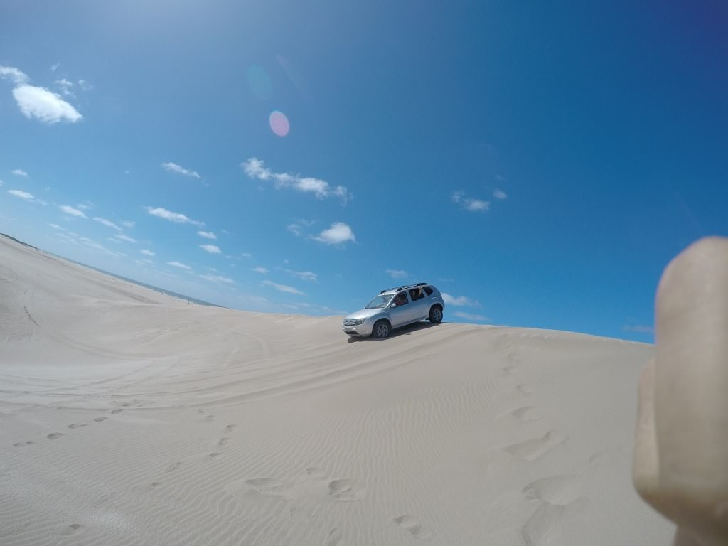 Renault Duster en los medanos.