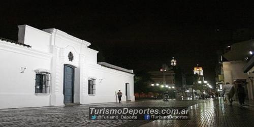 La casa de tucuman de noche